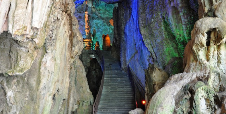 1 Day Kunming Karst Landform Tour to Stone Forest and Jiuxiang Cave
