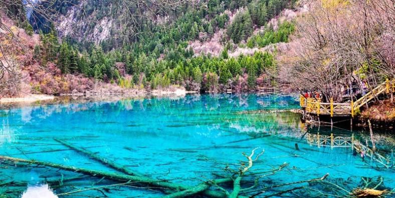 4 Days Jiuzhaigou & Huanglong National Park Bus Tour from Chengdu