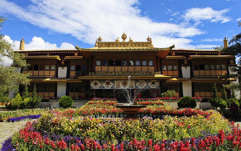 Norbulingka Palace in Lhasa