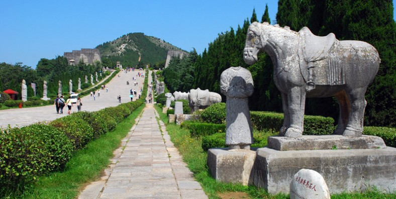 1 Day Qianling Mausoleum and Famen Temple Tour from Xian