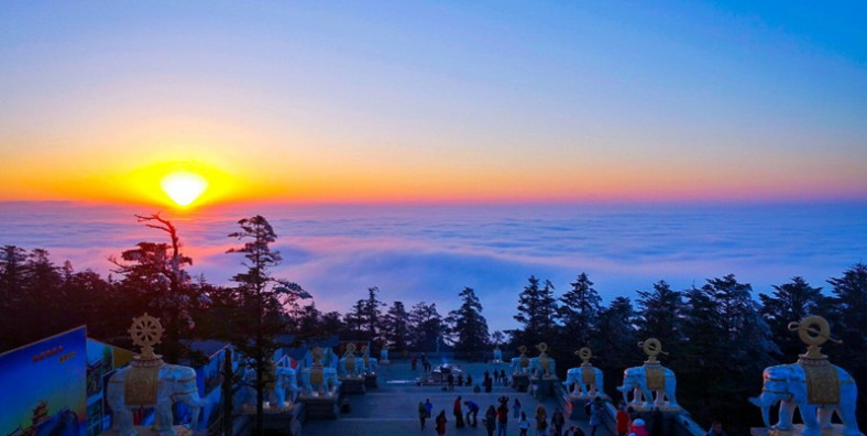 4 Days Mount Emei In-depth Hiking Tour