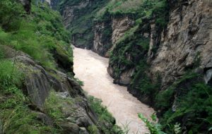 Yixiantian Ray of Sunshine in the Middle Section of Tiger Leaping Gorge