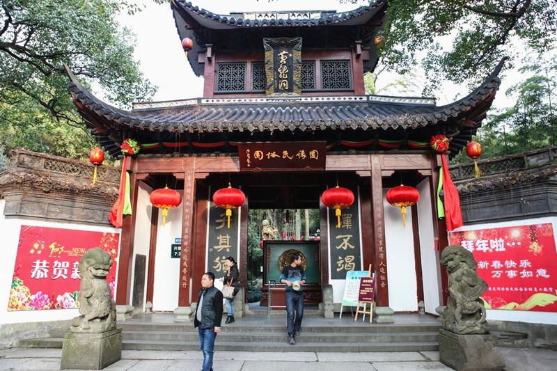 Yellow Dragon Cave in Hangzhou