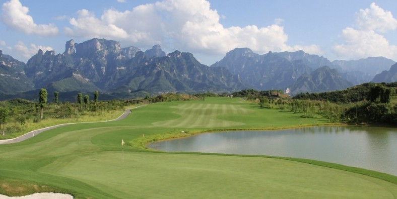 4 Days Zhangjiajie Golf and Sightseeing Tour