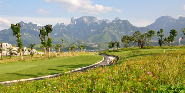 5 Days Zhangjiajie Golf and Sightseeing Tour