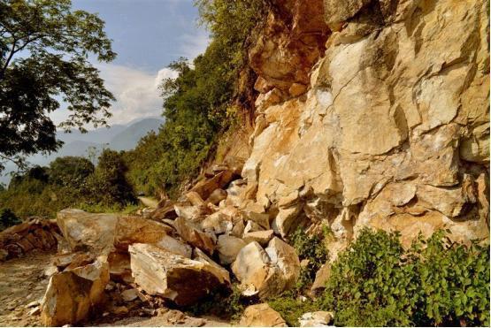GaoliGongshan Mountain Hiking Tour-Down the road