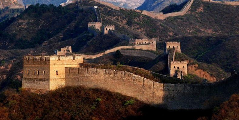 2 Days Great Wall Hiking and Camping Tour: Huanghuacheng, Xishuiyu, Gubeikou, and Jinshanling Great Wall