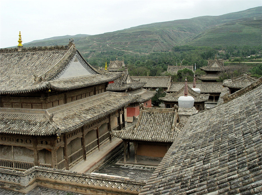 Qutan Monastery in Haidong