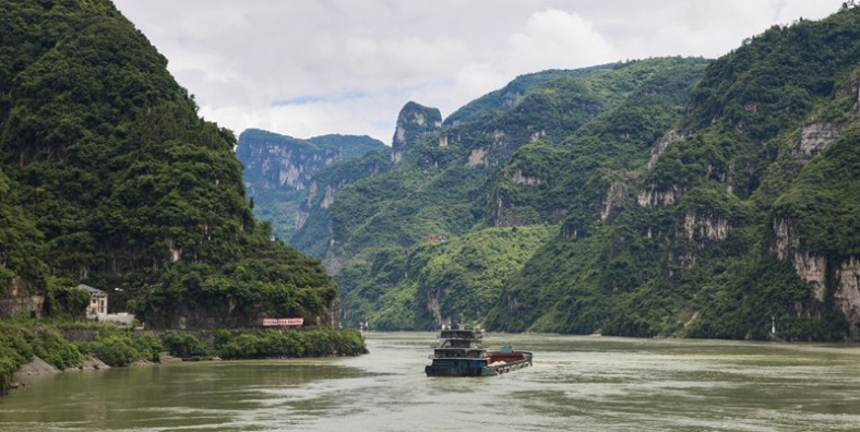 Yichang Half Day Tour to the Xiling Gorge by ship