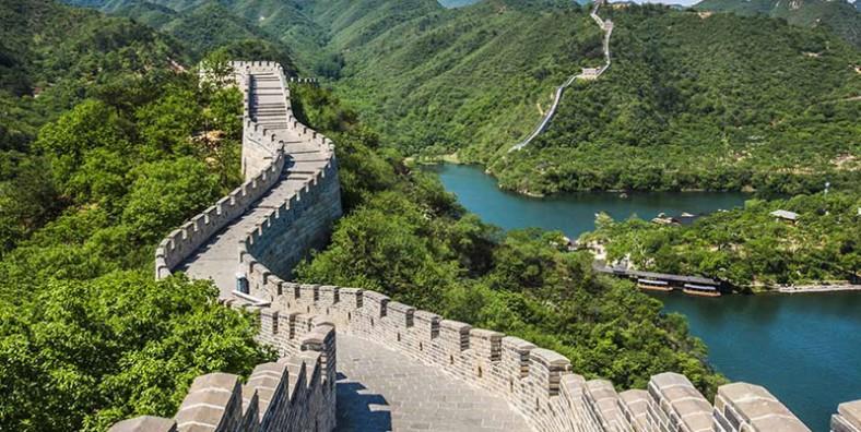 4 Days Great Walls Hiking Tour: Huanghuacheng, Xishuiyu, Jiankou, Mutianyu, Simatai, and Jinshanling Great Wall