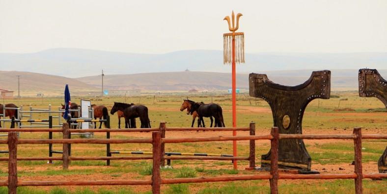 2 Days Inner Mongolia Tour to Xilamuren Grassland & Whishtling Dune Bay