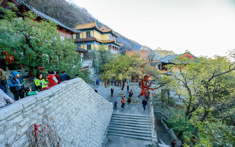Thousand Buddha Mountain (Qianfoshan) in Jinan