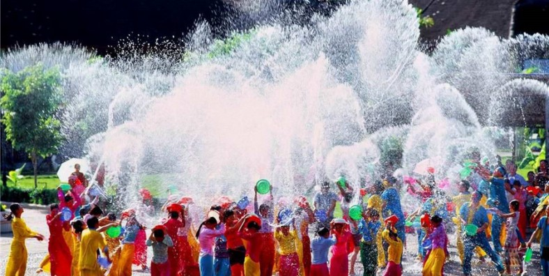4 Days XishuangBanna Water Splashing Festival Celebration Tour