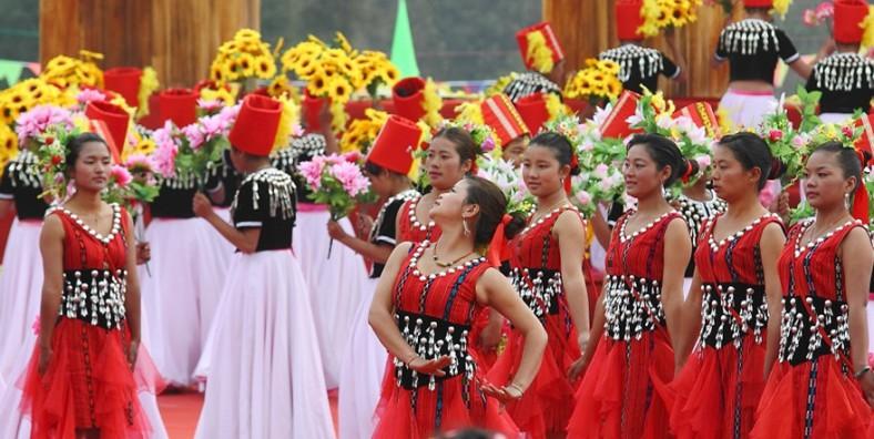 4 Days Yunnan Jingpo Ethnic Minority's Munao Zongge Festival Tour